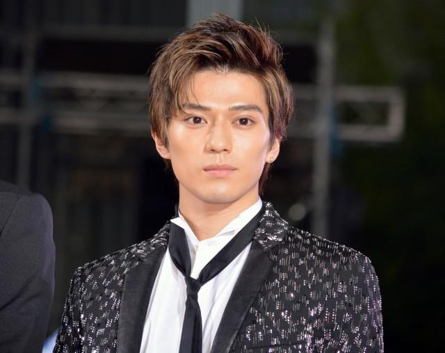 新田真剣佑の髪型がおしゃれすぎ!幼少期の黒髪から金髪まで画像